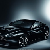 1-ipad-wallpaper_aston-martin-vantage_1024x1024