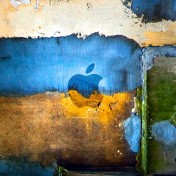 Grunge Apple Logo iPad Wallpaper